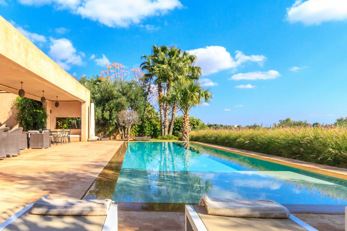 4/5 bedrooms pool villa