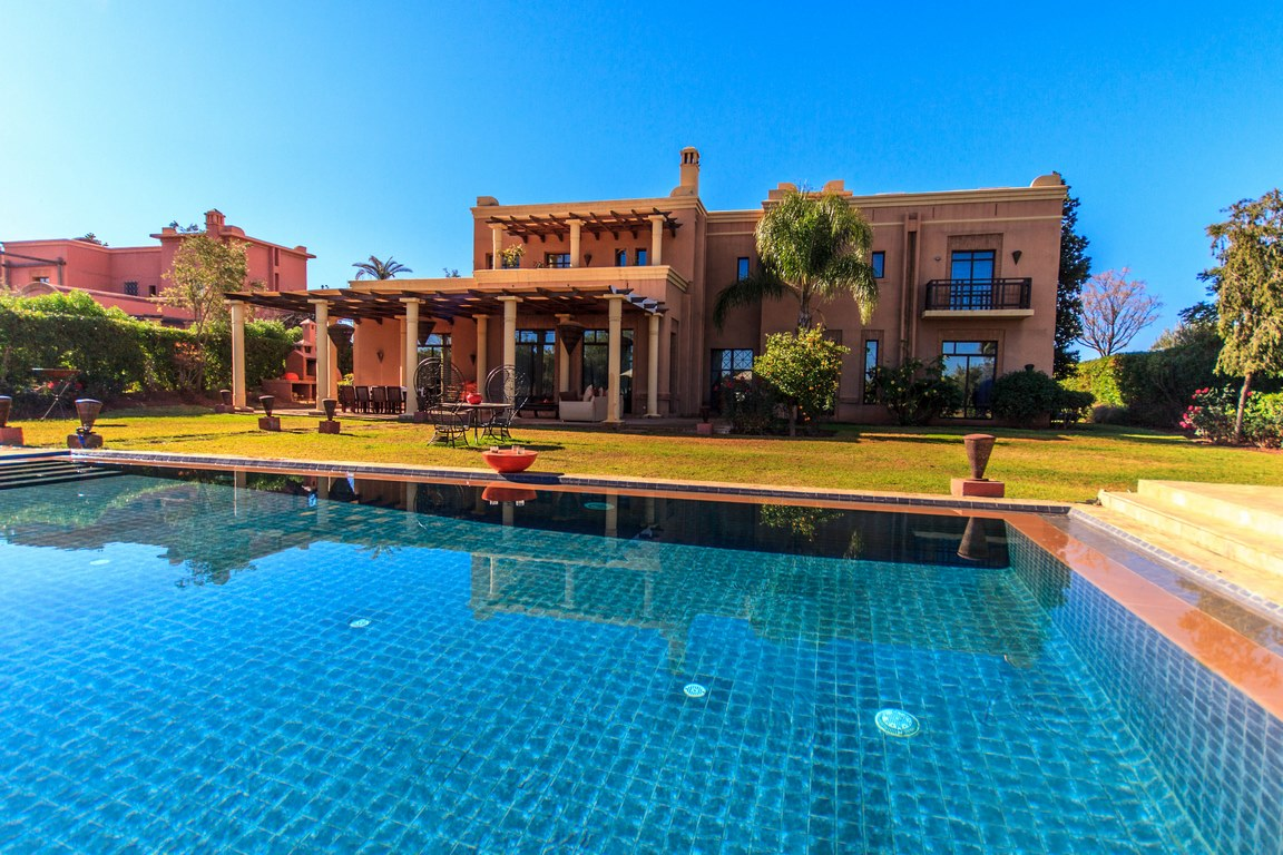5 bedrooms pool villa