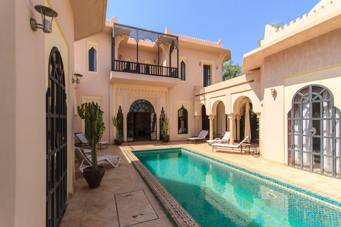 5 bedroom villa / pool