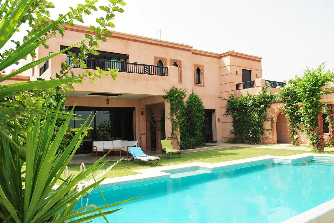 4 bedrooms villa pool